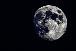 The moon seen from the Paris region with with the Tycho crater and is 85 km wide, 4.8 km deep